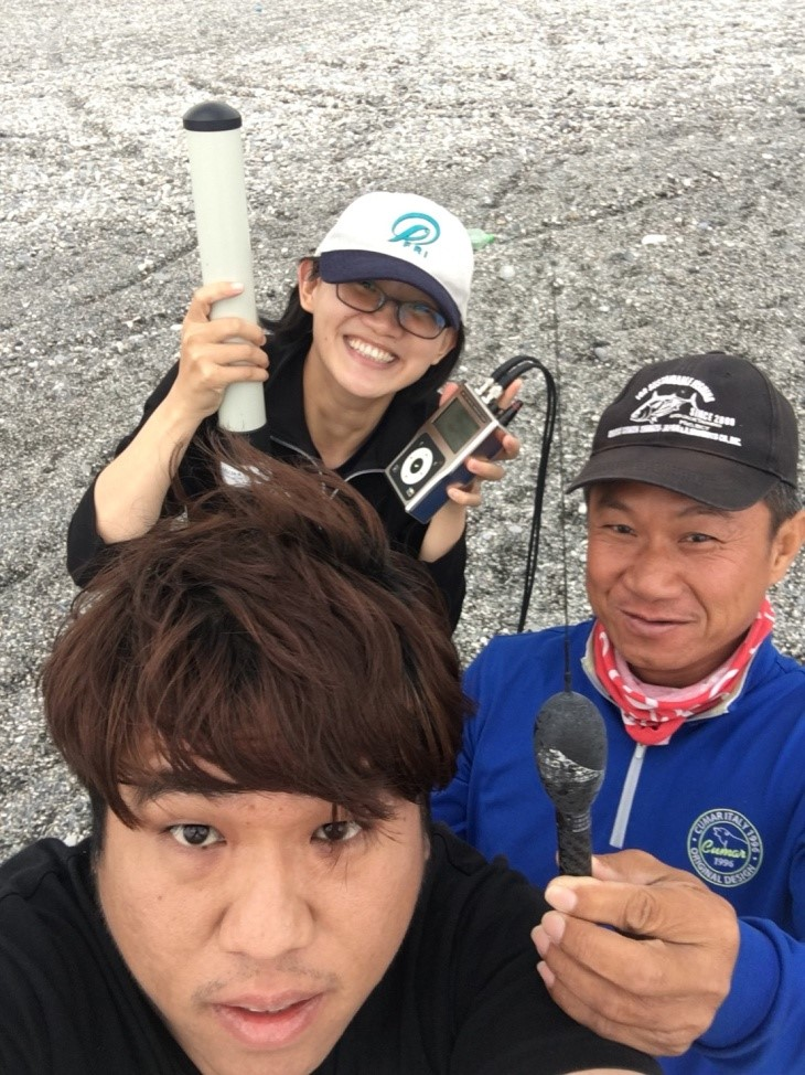 The goniometer, the recovered tag (right) with the Tuna and Billfish Tagging Project in Taiwan team. Credits Tuna and Billfish Tagging Project in Taiwan