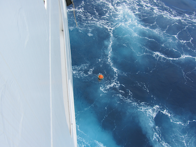 Deployment of a drifting buoy from the R/V Mirai (credits JAMSTEC°